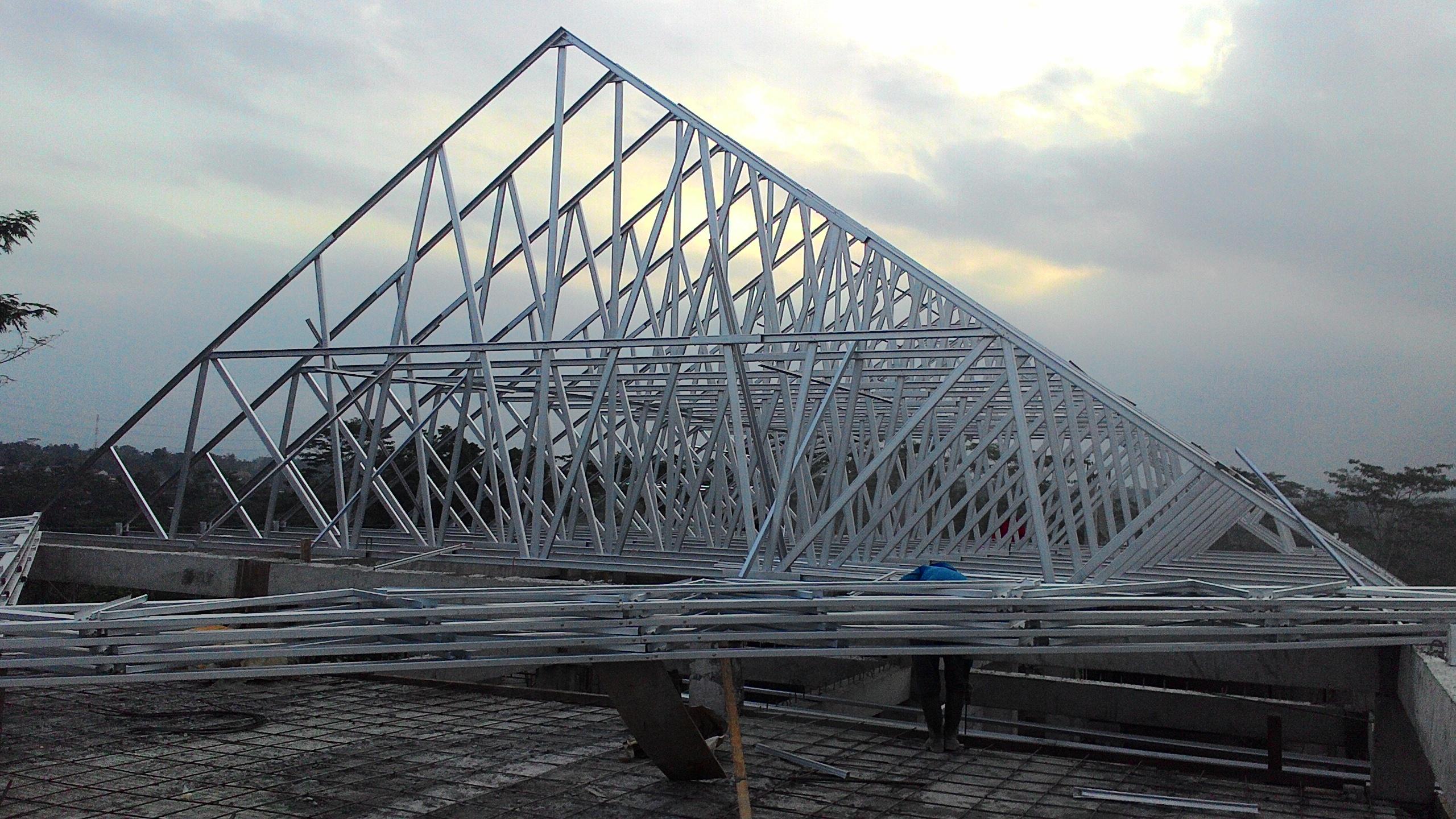 kontraktor atap baja ringan borongan gresik